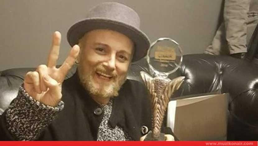 Harun Kolçak 'Çeyrek Asır' Yılın En İyi Albümü Seçildi !