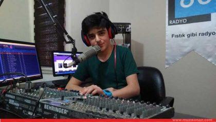 Türkiye'nin En Genç Radyocusu Radyo 80'de Mikrofon Başında!..