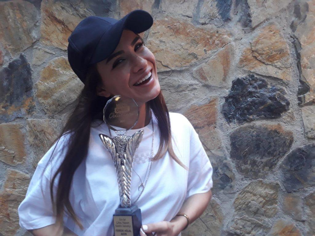 Müzikonair'den Feride Hilal Akın'a Ödül Teslimi!..