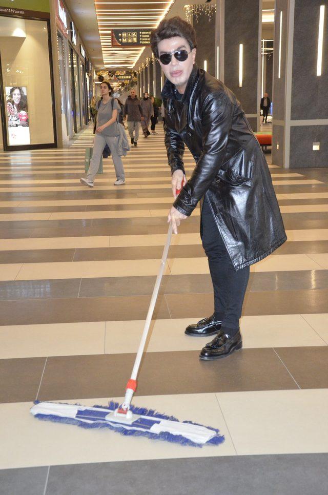 Yılmaz Morgül AVM'de Temizlik Yaptı