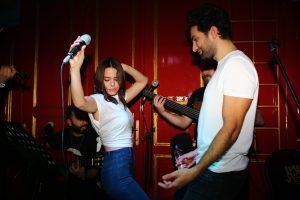 Ünlü Şarkıcılar Seçkin Sunguç'u Yalnız Bırakmadı