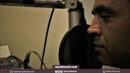 Dünya Rekorunu Kırmak İçin Mikrofon Başına Geçti
