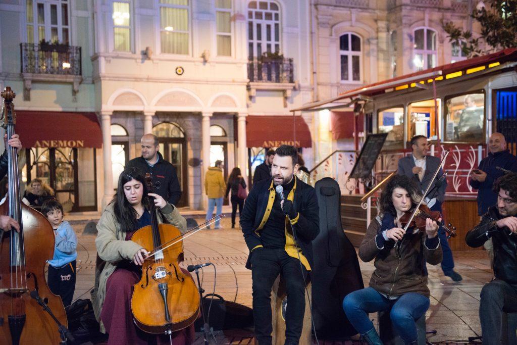 Sezen Sokak'ta Festivallere Doymuyor