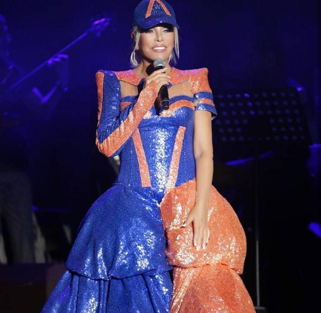 Ajda Pekkan Rüküş Konser Kıyafeti ile Şaşırttı