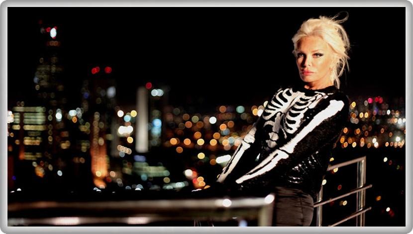 Ajda Pekkan'dan Çok Seveceğiniz Yaz Şarkısı ''Ayrılık Ateşi''
