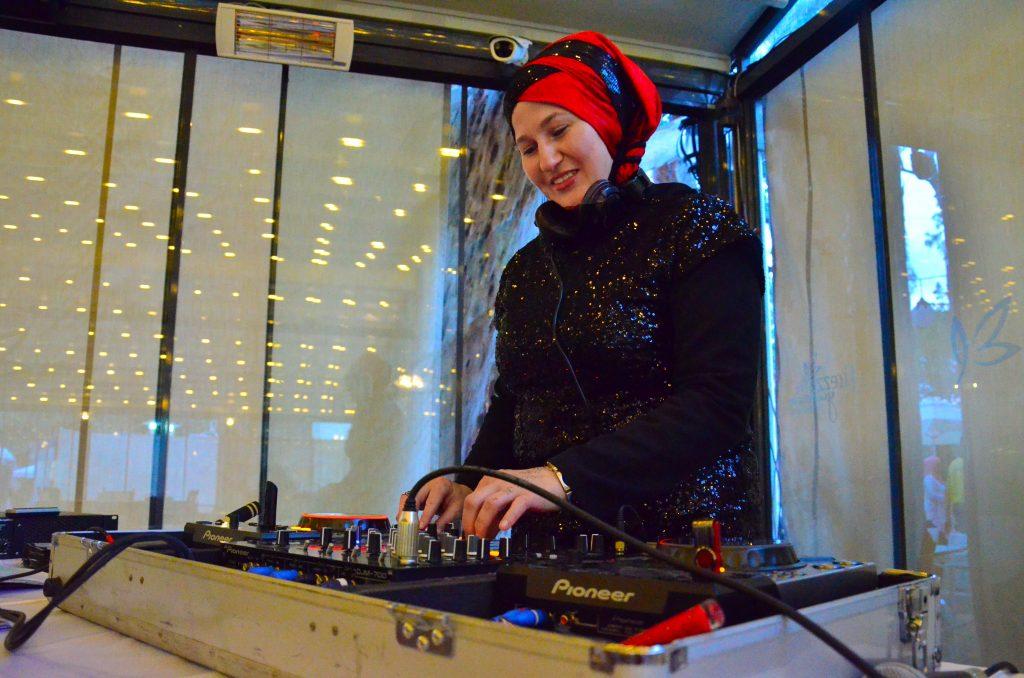 Almanya'da İlk Kadınlar Diskosunu Açan DJ Türkiye'de